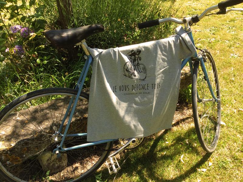 Le-t-shirt-et-la-bicyclette-bleue